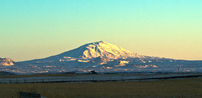 Tranquil in the morning light but looks can be deceiving. Hekla could be about to open up to people. PIC axelkr