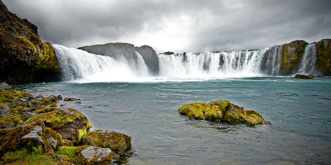 Godafoss is the kind of waterfall that pictures don´t do justice. Just go there. PIC doxi