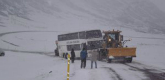 Large buses will not have anything against the Iceland winter. Trust us on this.