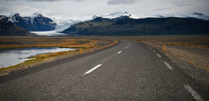 Look at that fantastic glacier tongue. Keeping eyes on the road in Iceland can be quite a challenge. PIC Jan A.