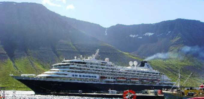 Emergency services in Iceland are ill equipped to deal with any emergency from a cruise liner in Icelandic waters. Keep this in mind when travelling here