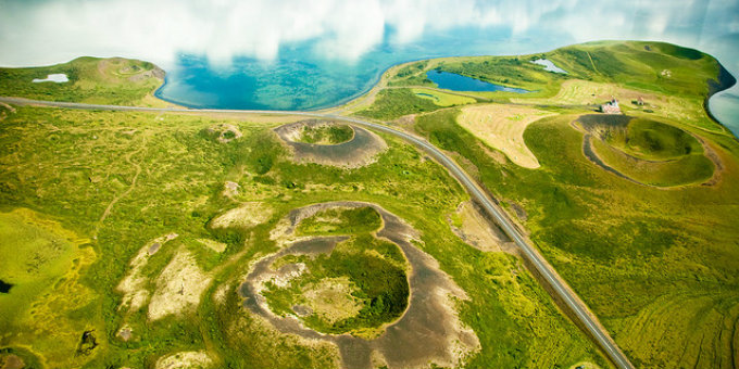 Describing all the things found in and around Myvatn would require a library. Some of the more beautiful things here are loads of pseudo-craters most of which are now badly damaged. PIC Zanthua