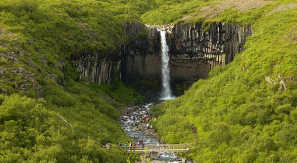This wonderful waterfall will be your reward if you hike a little in Skaftafell National Park. PIC gabri-micha