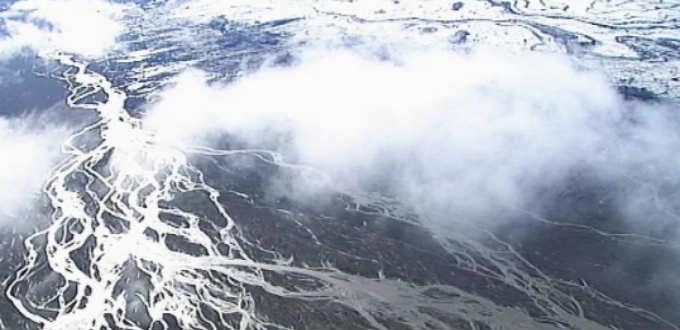 Eruption Iceland style forces evacuation of tourists