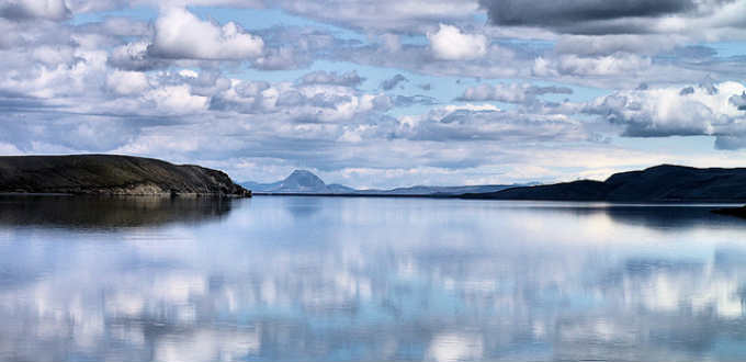 In between sands as far as the eye can see you´ll find such wondeful oasis as Lake of Thorir. It is the largest lake in the country. PIC Atli Harðarson